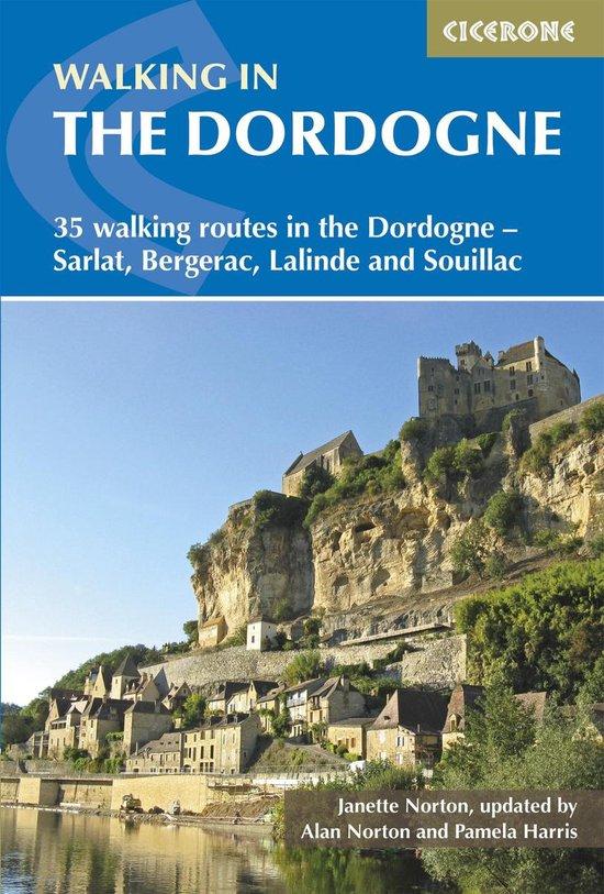 Boek cover Walking in the Dordogne van Janette Norton (Onbekend)