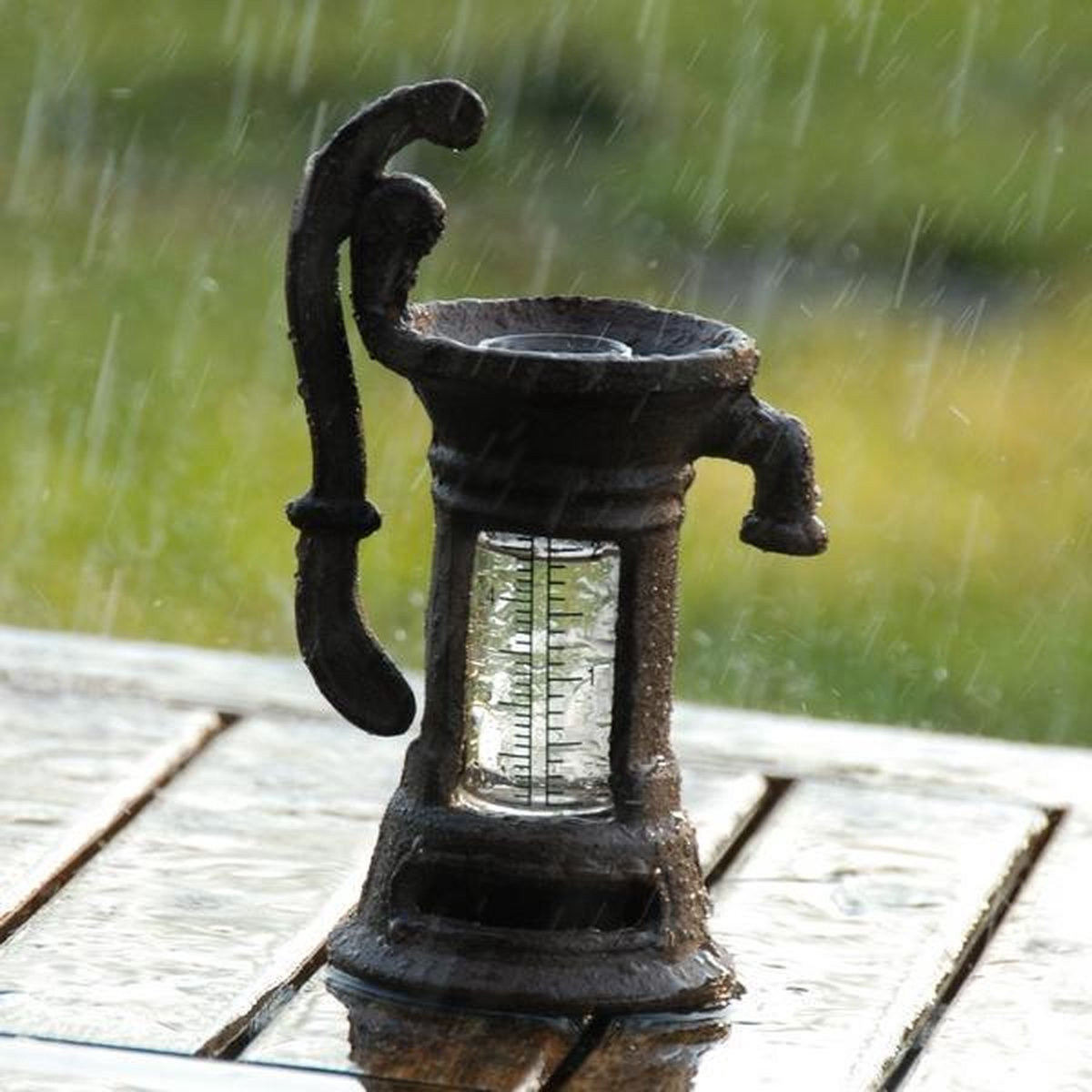 Regenmeter - pluviometer waterpomp - Merkloos