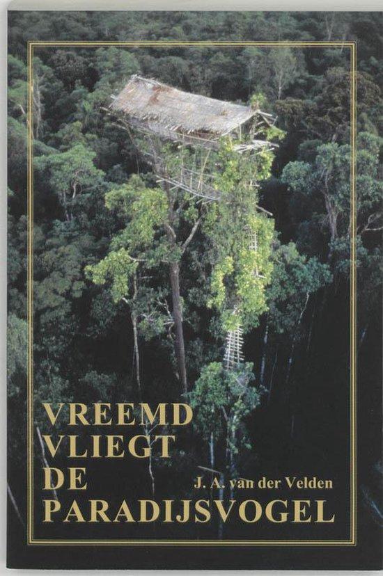 Vreemd vliegt de paradijsvogel - F.J.A. van der Velden |