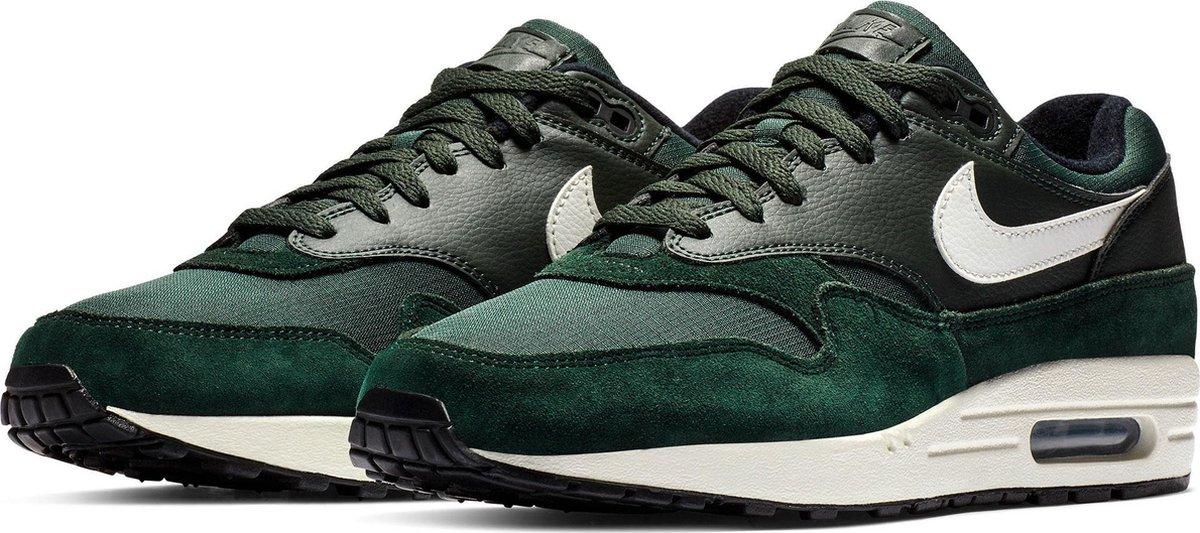 bol.com | Nike Air Max 1 Sneaker Heren Sneakers - Maat 45 ...
