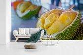 Fotobehang vinyl - De gele doerian vrucht op een toonbank in Maleisië breedte 410 cm x hoogte 230 cm - Foto print op behang (in 7 formaten beschikbaar)