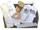 Kraam baby cadeau geboorte zoon dochter meisje jongen 9delig kraamcadeau met baby sneakers