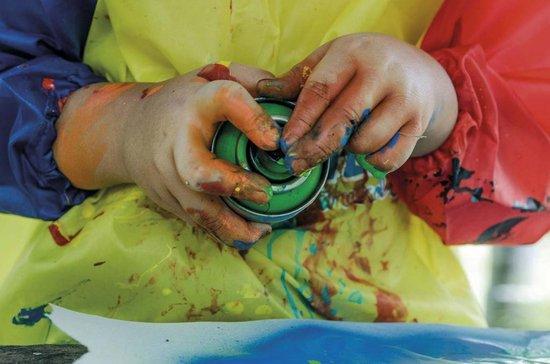 MTN spuitbus pakket op waterbasis - 16 kleuren 100ml lage druk en matte afwerking spuitverf - Geurloze en kindvriendelijke spuitverf voor binnen en buiten.