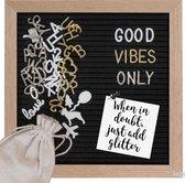 Gadgy Letterbord zwart Vilt - 25x25cm – standaard en haakje - 170 witte, 170 glimmend gouden, 170 glimmend zilveren letters etc. – 100 witte icoontjes – 4 punaises – opbergzakje
