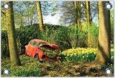 Tuinposter –Rode Auto vol met Gele Bloemen– 60x40 Foto op Tuinposter (wanddecoratie voor buiten en binnen)