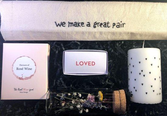 Love is in the air, You make a great pair cadeau box voor bruidspaar of stel dat gaat samenwonen