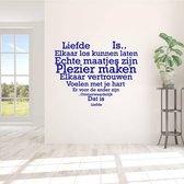 Muursticker Liefde Is.. In Hart Vorm -  Donkerblauw -  100 x 78 cm  - Muursticker4Sale