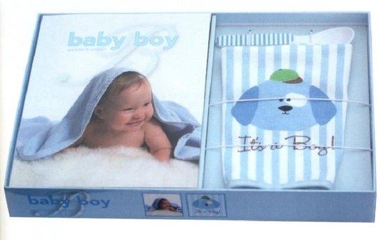 Baby-boy boekbox - Shutterstock | Readingchampions.org.uk