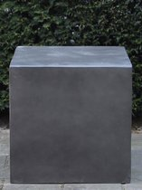 Sokkel/zuil uit light cement, 20 x 20 x 20 cm. beton look / antracietkleurige zuil, winterhard en uv-werend.