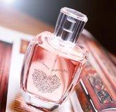 L' Amour Impossible een heerlijke  bloemige parfum met Witte Ceder, Citroen en Pioenroos met GRATIS Anti Age Rozen Handcrème.