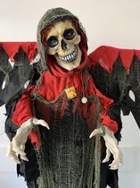 Totally Halloween | Bewegend en sprekend (Engels) Skelet met Rode Vleugels | Inclusief LED Licht en geluid | 180 cm