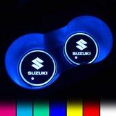 Coole Lichtgevende LED Onderzetters - Bekerhouders - Sfeerverlichting - LED Licht - Interieur Verlichting - 7 Verschillende Kleuren LED - Opladen via USB – Suzuki