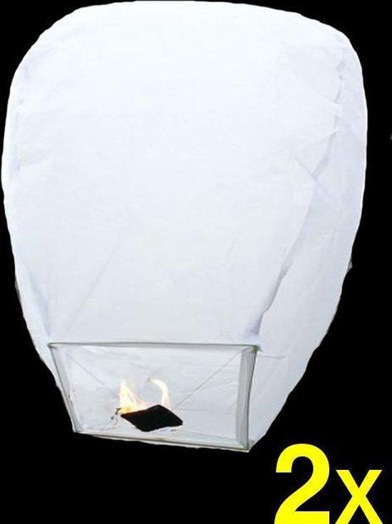 2 witte wensballonnen vliegende papieren lantaarns ufo ballon zweeflantaarn