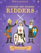 Usborne stickerboek aankleden met stickers - ridders