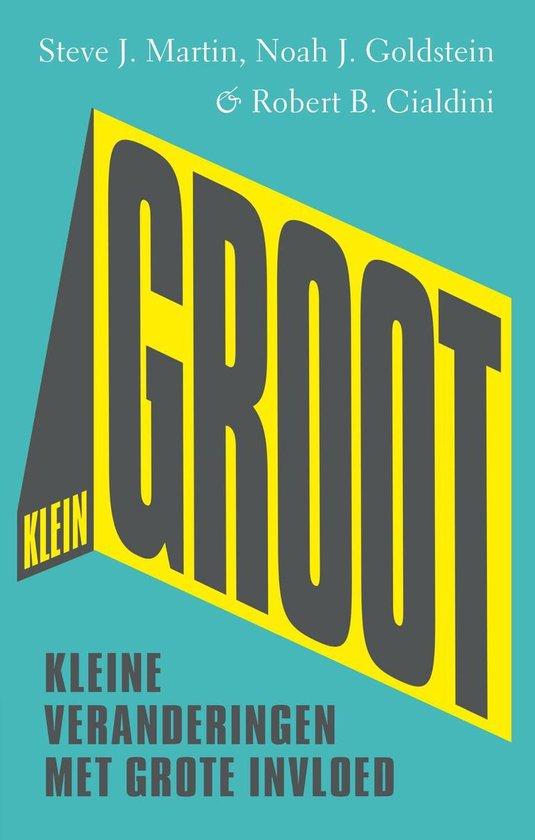 Boek cover Kleingroot van Steve Martin (Onbekend)
