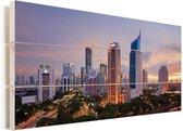 Paarse lucht boven de gebouwen in Jakarta Vurenhout met planken 80x40 cm - Foto print op Hout (Wanddecoratie)