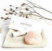 Zakje Kracht, edelsteen rozenkwarts  (sterkte, trommelsteen, lief cadeau, liefde, kalmerend, ik denk aan je)