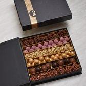 Chocolate Nation|Chocolade Cadeau pakket|Luxe chocolade|Luxe chocoladebox medium|Belgische chocolade|Parels, pralines en rocks|Unieke chocolade|Mooi en lekkere chocolade|Chocolade museum|Ambachtelijk|verrassingsbox|verrassing|geschenk