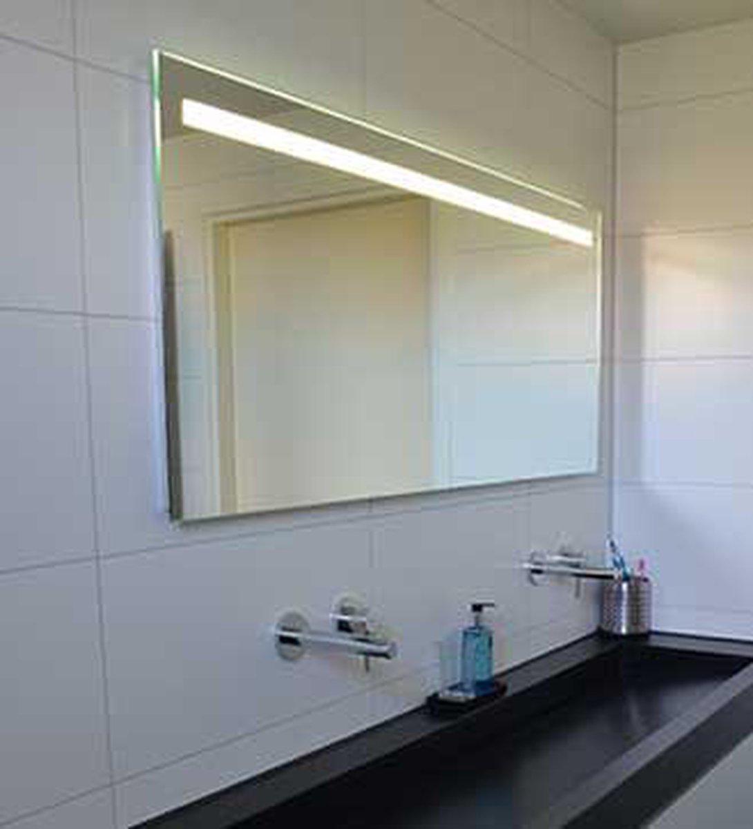 Badkamerspiegel Met Led Verlichting Verwarming Sensor En Dimfunctie 140x60 Cm Bol Com