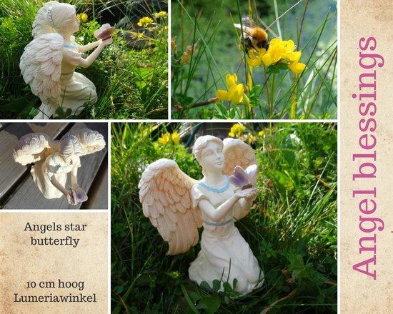 Engelbeeldje met vlinder en kleurrijke accenten - 10 cm - M