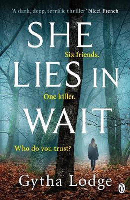 Boek cover She Lies in Wait van Gytha Lodge (Paperback)