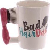 Mok met haarborstel als oor Bad hair day