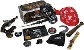 Accessoireset piraat schatkist 15-delig (2 pistolen, haakhand, verrekijker, doodshoofd, vlag, bandana, ooglapje, dolk, schatkaart, ...)