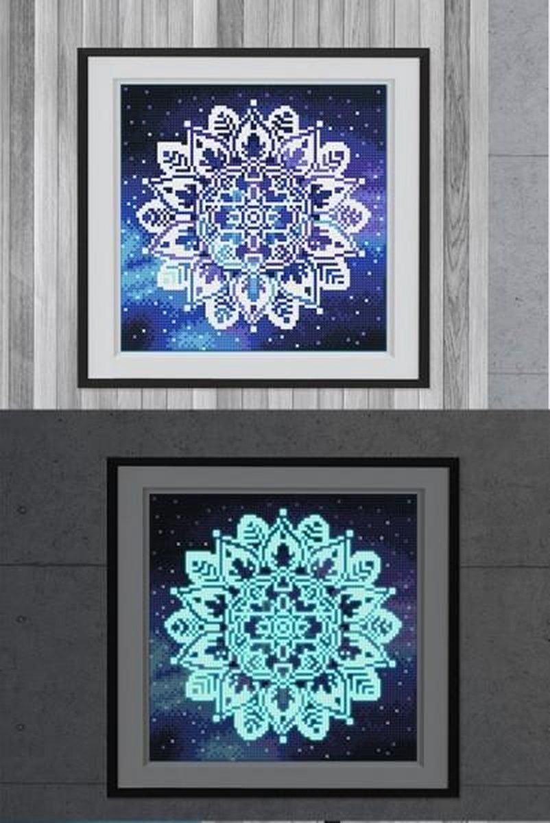 Glow In The Dark Diamond Painting Volwassenen/Kinderen - Ronde Steentjes - Volledig Pakket - Hobby - Bloemen en planten - Mandala bloem 25x25cm