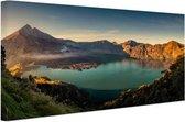 Panorama uitzicht op Vulkaan bij meer Canvas 180x120 cm - Foto print op Canvas schilderij (Wanddecoratie woonkamer / slaapkamer) XXL / Groot formaat!
