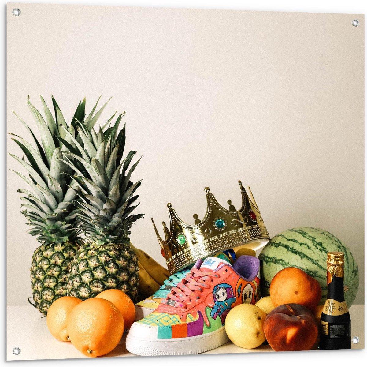 Tuinposter   Schoen, Kroon en Verschillend Fruit  - 100x100cm Foto op Tuinposter  (wanddecoratie voor buiten en binnen)