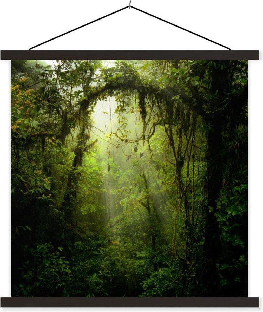 Zonnestralen glippen door het tropische bladerdak textielposter latten zwart 90x90 cm - Foto print op schoolplaat (wanddecoratie woonkamer/slaapkamer)