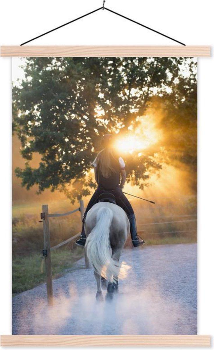 Tiener op een wit paard bij zonsondergang textielposter latten blank 120x180 cm - Foto print op schoolplaat (wanddecoratie woonkamer/slaapkamer) XXL / Groot formaat!