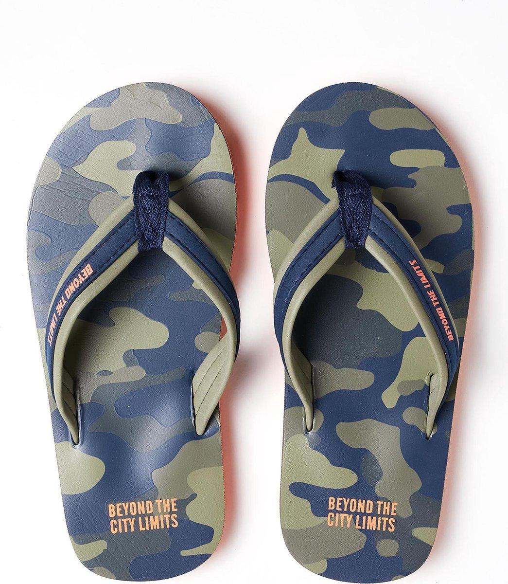 WE Fashion Jongens teenslippers met camouflagedessin