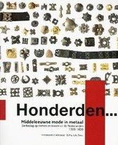 Honderden...  -   Middeleeuwse mode in metaal