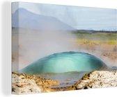 Net voor de ontploffing van de Geysir in het Europese IJsland Canvas 120x80 cm - Foto print op Canvas schilderij (Wanddecoratie woonkamer / slaapkamer)