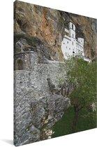 Beeld van het Ostrogklooster in Europa Canvas 80x120 cm - Foto print op Canvas schilderij (Wanddecoratie woonkamer / slaapkamer)