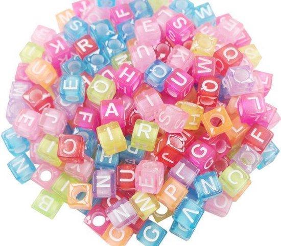 400 stuks vierkante gekleurde alfabetkralen 5.5 mm