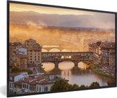 Foto in lijst - Mist dampen boven de Ponte Vecchio in Florence fotolijst zwart 60x40 cm - Poster in lijst (Wanddecoratie woonkamer / slaapkamer)