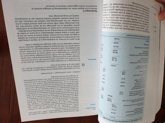 Boek cover Bedrijfseconomie voor het besturen van organisaties van A.W.W. Heezen (Paperback)