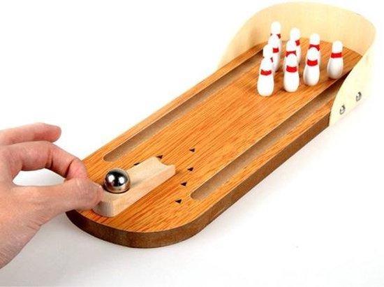 Bowlingspel met knikkers