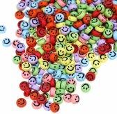 Smiley kralen 100 stuks - 7mm - Regenboog kleuren - om leuke kettingen en armbanden te maken!
