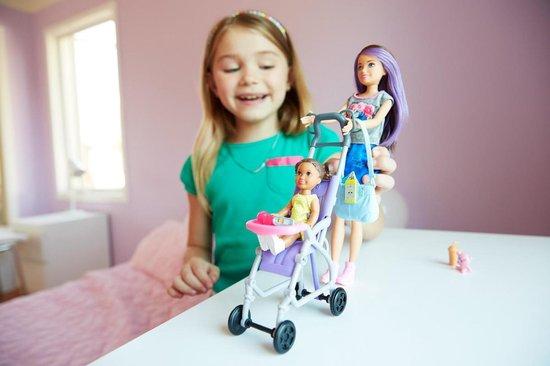 Barbie Babysitter Wandelwagen Set