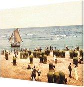 Oud Stadsgezicht Scheveningen Badgasten, Boot en Strand - Oude Foto Print op Canvas Doek - 90x60 cm