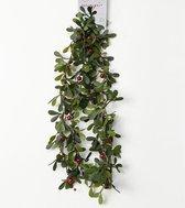 Groene kerst slingers/guirlandes met besjes 150 cm - Kerst decoratie slinger/guirlande met rode bessen 1,5 meter
