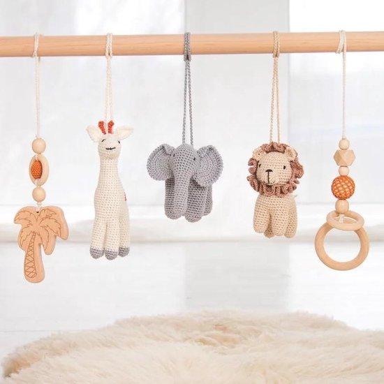 Babygym Houten Baby Speelgoed Vanaf 0 Jaar - Kraamcadeau - Veilig - Ce Gecertificeerd - Houten speelgoed - 5 Hangers - Gehaakt - Babyshower Cadeau - Hout - Verschillende kleuren - Olifant - Leeuw - Giraffe - Palmboom - Baby Gym - Baby Rek