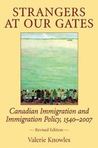 Boek cover Strangers at Our Gates van Valerie Knowles