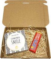 Brievenbus cadeau I send you a smile - cadeaupakket - brievenbuspakket - Verjaardag -Valentijn - cadeau voor man - cadeau voor vrouw - tony chocolonely - chocolade cadeau - giftset - cadeau - goedkope cadeautjes