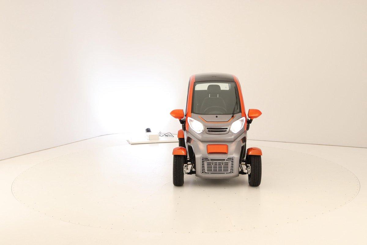 Giana 3500 Smart elektrische LEV, zonder autorijbewijs droog en comfortabel emissievrij transport.