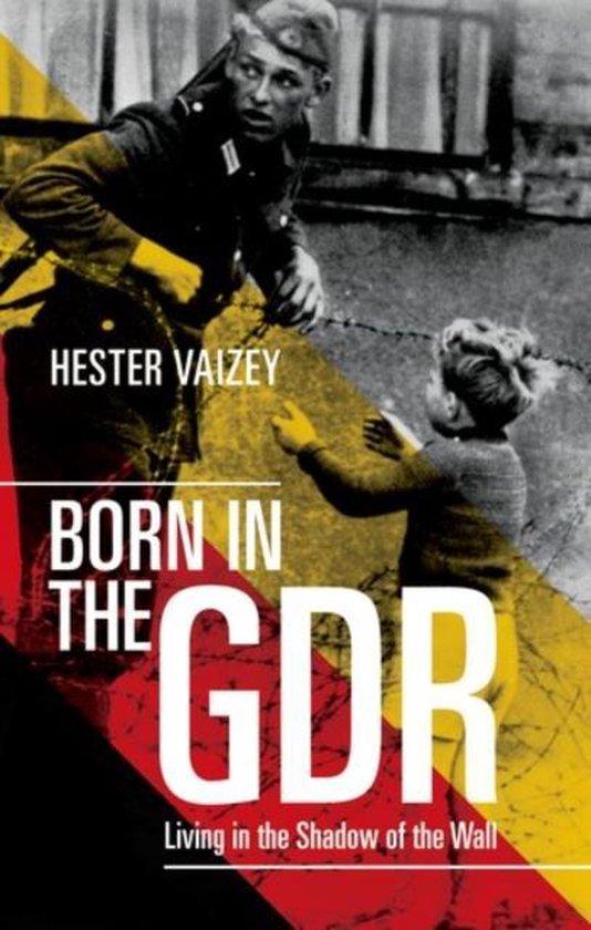 Boek cover Born in the GDR van Hester Vaizey (Paperback)