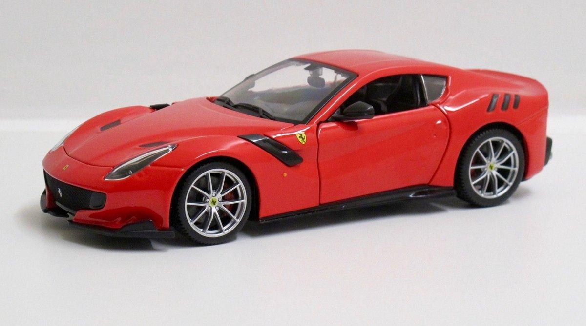 Bburago Ferrari F12tdf 2012-2016 1:24 Auto - Ferrari